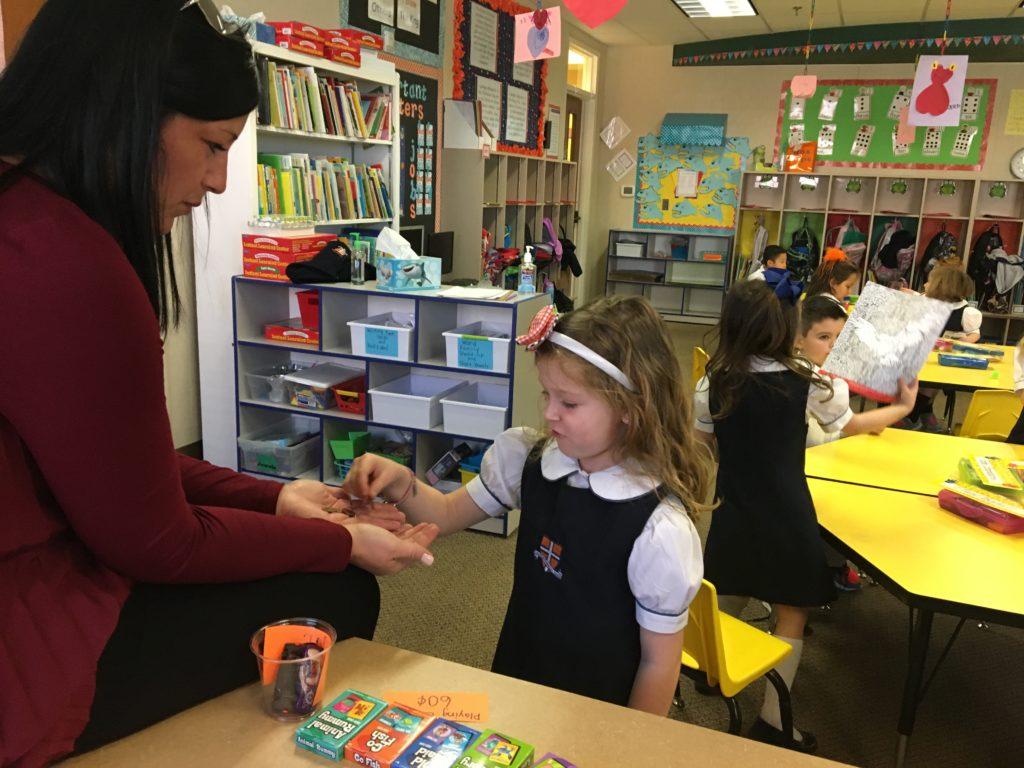 kindergarten counts money in class store