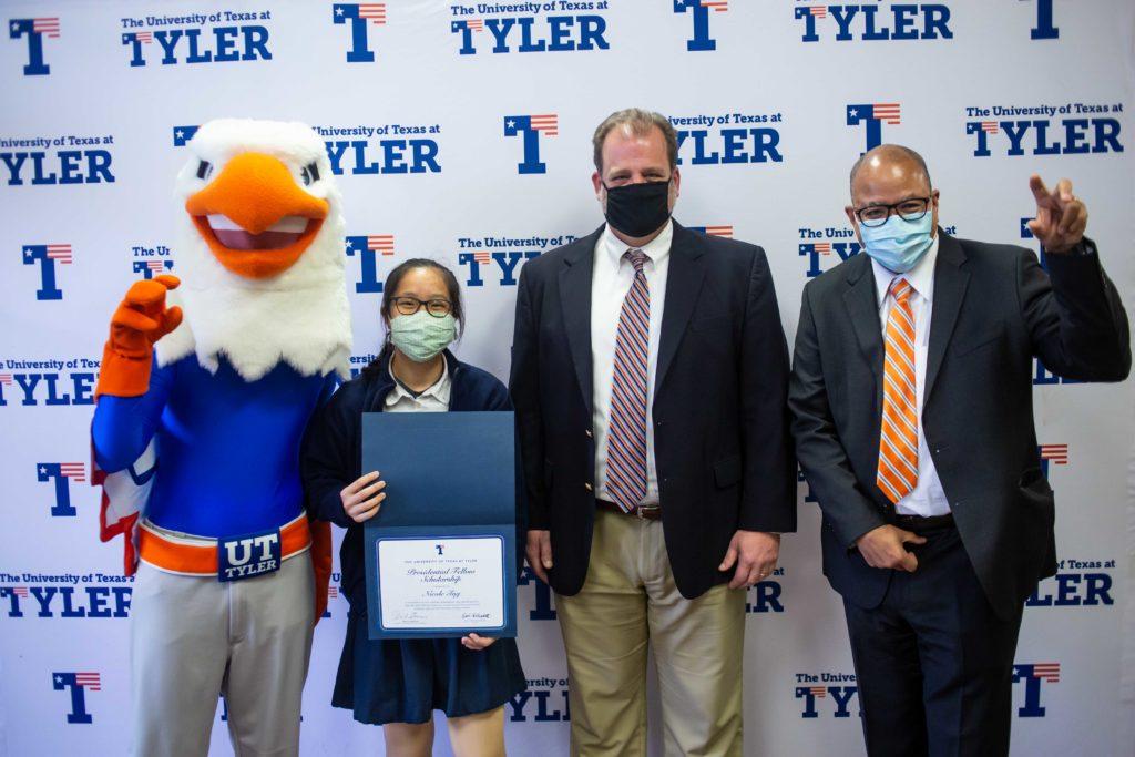 Nicole Tng receives UT Tyler Presidential Fellow Scholarship